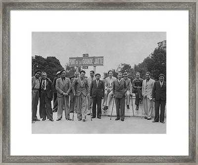 A Group Of Exchanged American Prisoners Framed Print by Everett