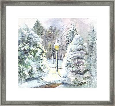 A Warm Winter Greeting Framed Print by Carol Wisniewski