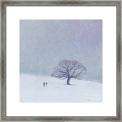 A Walk In The Snow Framed Print by Lyn Randle