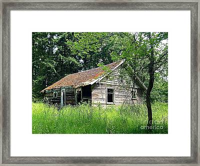 Abandoned Farm House Framed Print by Sean Griffin