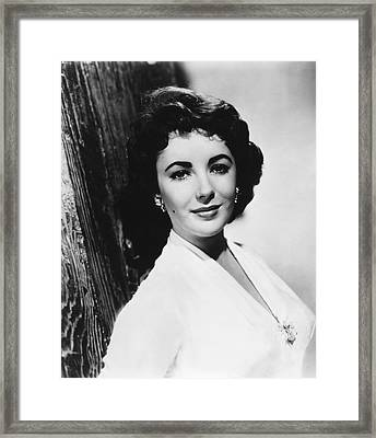 Actress Elizabeth Taylor Framed Print by Underwood Archives