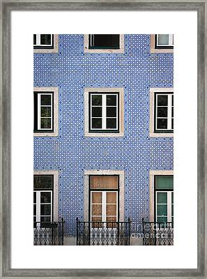 Alfama 2 Framed Print by Rod McLean