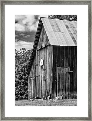 An American Barn Bw Framed Print by Steve Harrington