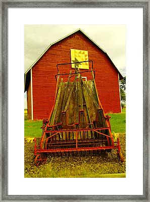 An Old Barn In Kittitas Framed Print by Jeff Swan