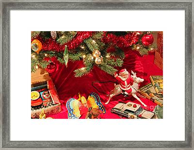 An Old Fashioned Christmas - Santa Claus Framed Print by Suzanne Gaff