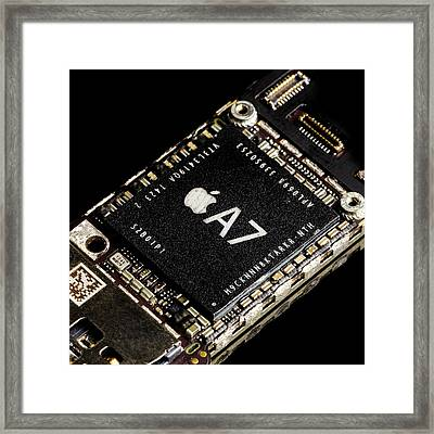 Apple A7 Processor Framed Print by Science Photo Library