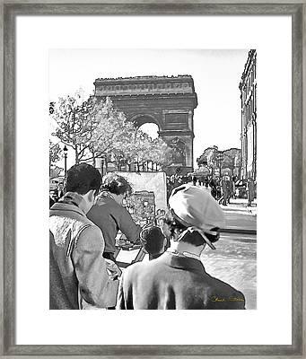 Arc De Triomphe Painter - B W Framed Print by Chuck Staley