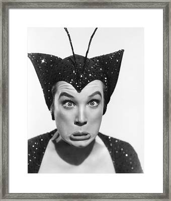 Artists And Models, Shirley Maclaine Framed Print by Everett