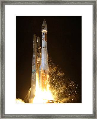 Framed Print featuring the photograph Atlas V Rocket Taking Off by Science Source
