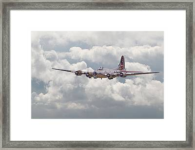 B17- Yankee Lady Framed Print by Pat Speirs