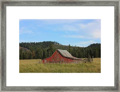 Barn On The Palouse 1 Framed Print by Linda Meyer