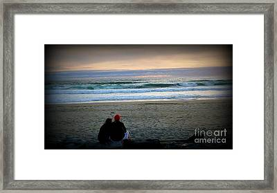 Beach Lovers Framed Print by Susan Garren