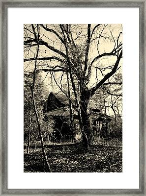 Black And White Barn Framed Print by Lisa Wooten