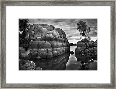 Black And White Rocks At Watson Lake Near Prescott Arizona Framed Print by Dave Dilli