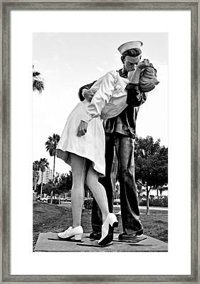 Bw Nurse And Sailor Kissing Statue Unconditional Surrender Dayti Framed Print by Sally Rockefeller