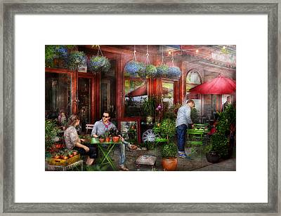 Cafe - Hoboken Nj - A Day Out  Framed Print by Mike Savad