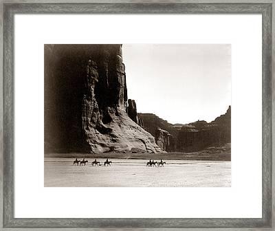 Canonde Chelly Az 1904 Framed Print by Edward S Curtis