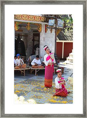 Child Performers - Wat Phrathat Doi Suthep - Chiang Mai Thailand - 01132 Framed Print by DC Photographer