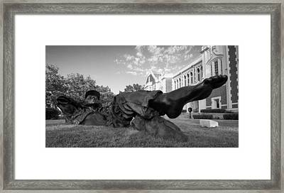 Chillin On The North Oval Framed Print by Nathan Hillis