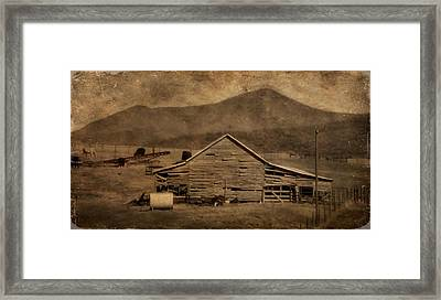 Country Living In Shenandoah Valley Framed Print by Dan Sproul