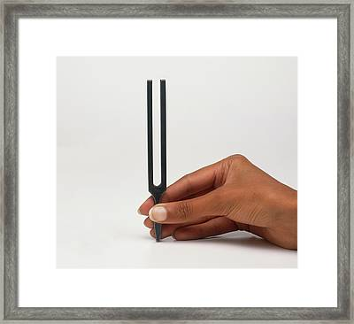 Demonstrating Sound Waves Framed Print by Dorling Kindersley/uig