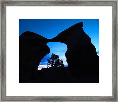 Devil's Garden Metate Arch 011 Framed Print by Jeff Brunton