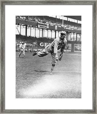 Dizzy Dean Pitching Framed Print by Retro Images Archive