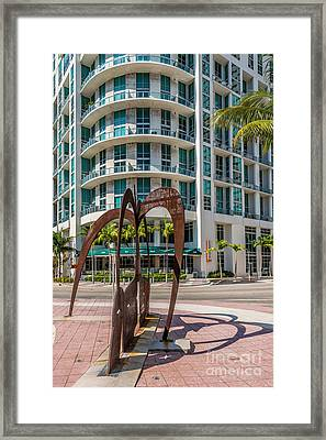 Duenos Do Las Estrellas Sculpture - Downtown - Miami Framed Print by Ian Monk