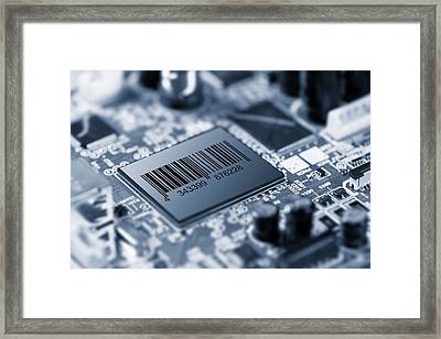Electronic Chip Framed Print by Wladimir Bulgar