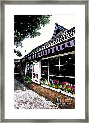 Em Le's Cafe Framed Print by Linda  Parker
