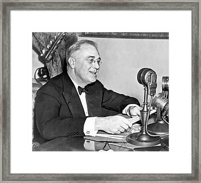 Fd Roosevelt Fireside Chat Framed Print by Underwood Archives