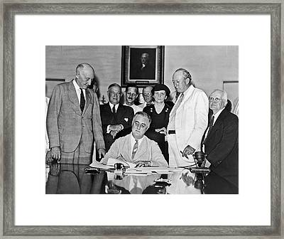 Fdr Signs Social Security Bill Framed Print by Underwood Archives