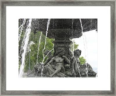 Fontaine De Tourny Framed Print by Lingfai Leung