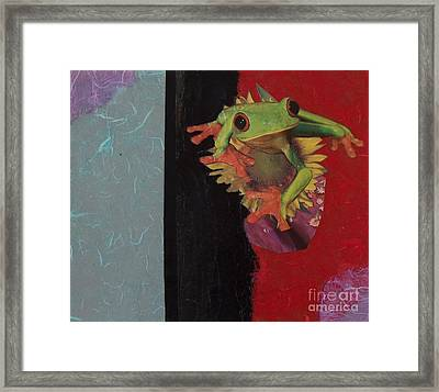Frog Framed Print by Leslie Jennings