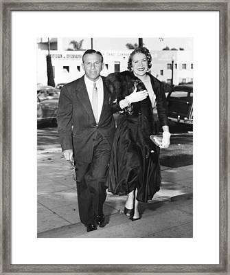 George Burns, Left, And Gracie Allen Framed Print by Everett