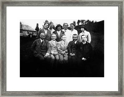 German Scientists And Their Wives Framed Print by American Philosophical Society