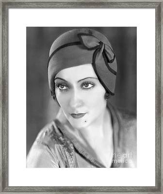 Gloria Swanson Framed Print by MMG Archives