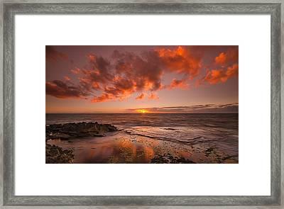 Golden Hawaii Sunset  Framed Print by Tin Lung Chao