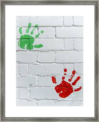 Green Red Prints Framed Print by Les Cunliffe