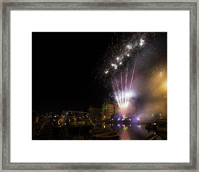 Guy Fawkes Night At Gloucester Quay. Framed Print by Wendy Chapman