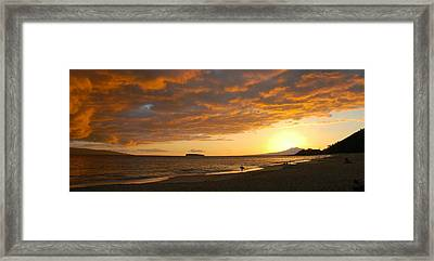 Hawaiian Sunset  Framed Print by Stephen  Vecchiotti