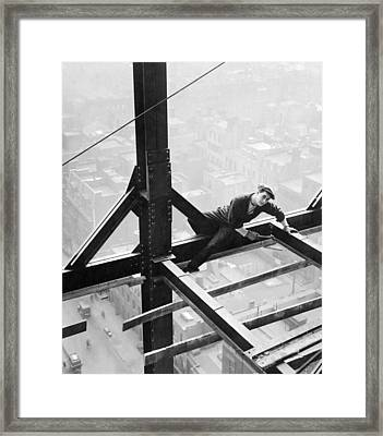 High Steel Worker In Ny Framed Print by Underwood Archives