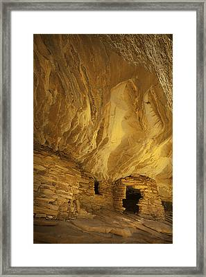 Indian Ruins In Southern Utah Framed Print by Susan  Schmitz