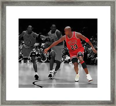 Jordan And Pippen Give Me That Framed Print by Brian Reaves