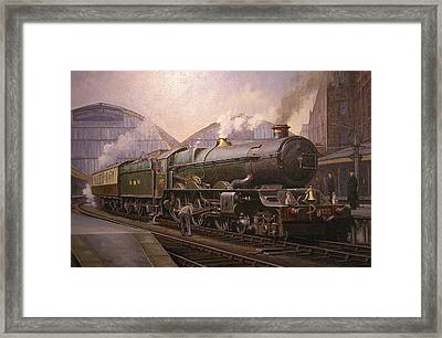 Kg5 At Paddington. Framed Print by Mike  Jeffries