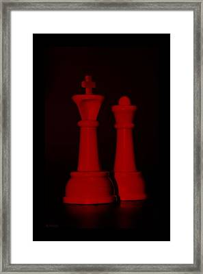 King And Queen In Red Framed Print by Rob Hans