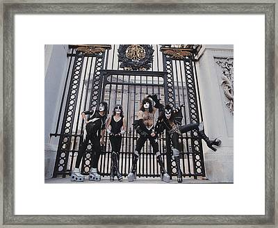Kiss - Buckingham Palace Framed Print by Epic Rights