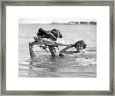 La Snow To Surf Race Framed Print by Underwood Archives
