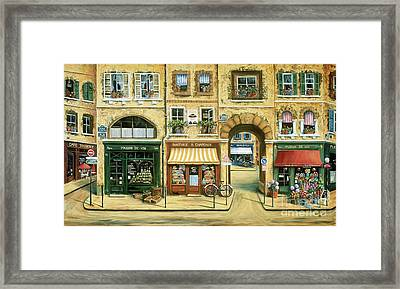 Les Rues De Paris Framed Print by Marilyn Dunlap