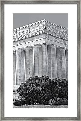 Lincoln Memorial Pillars Bw Framed Print by Susan Candelario